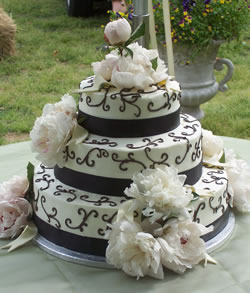3 Layer Cake With Scroll Artwork ...